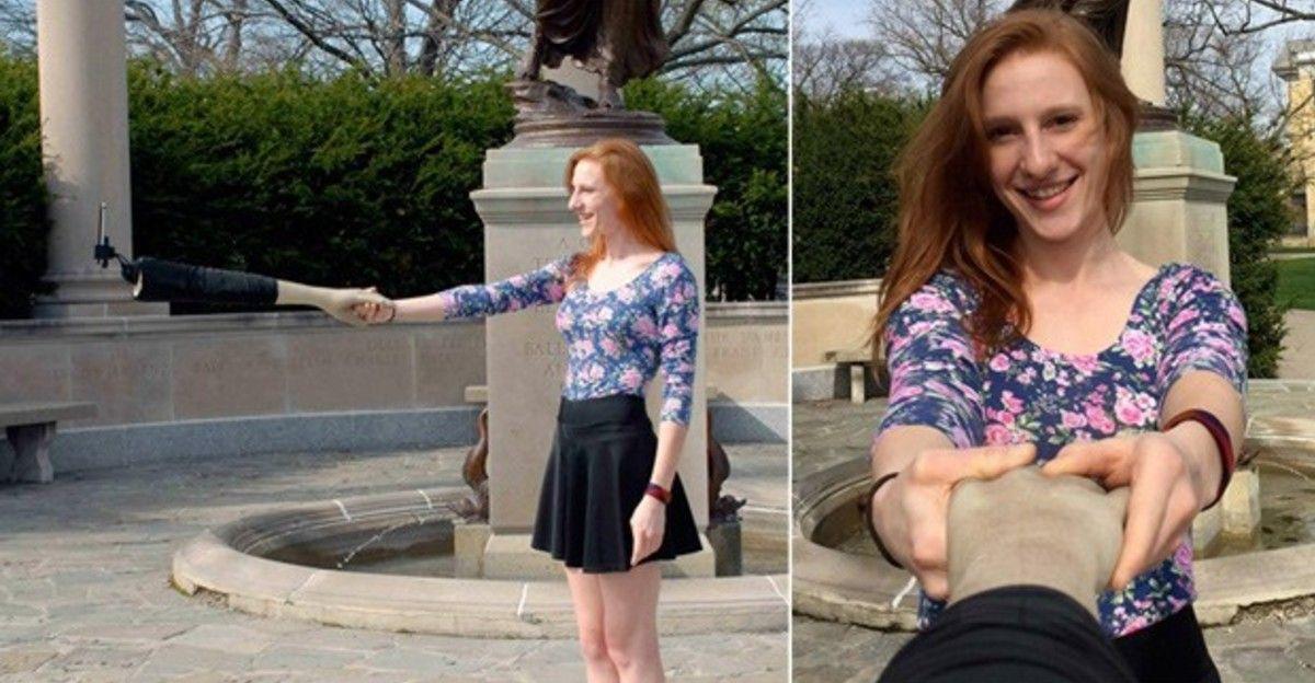 Empresa cria pau de selfie que parece braço para tirar fotos 'acompanhado'