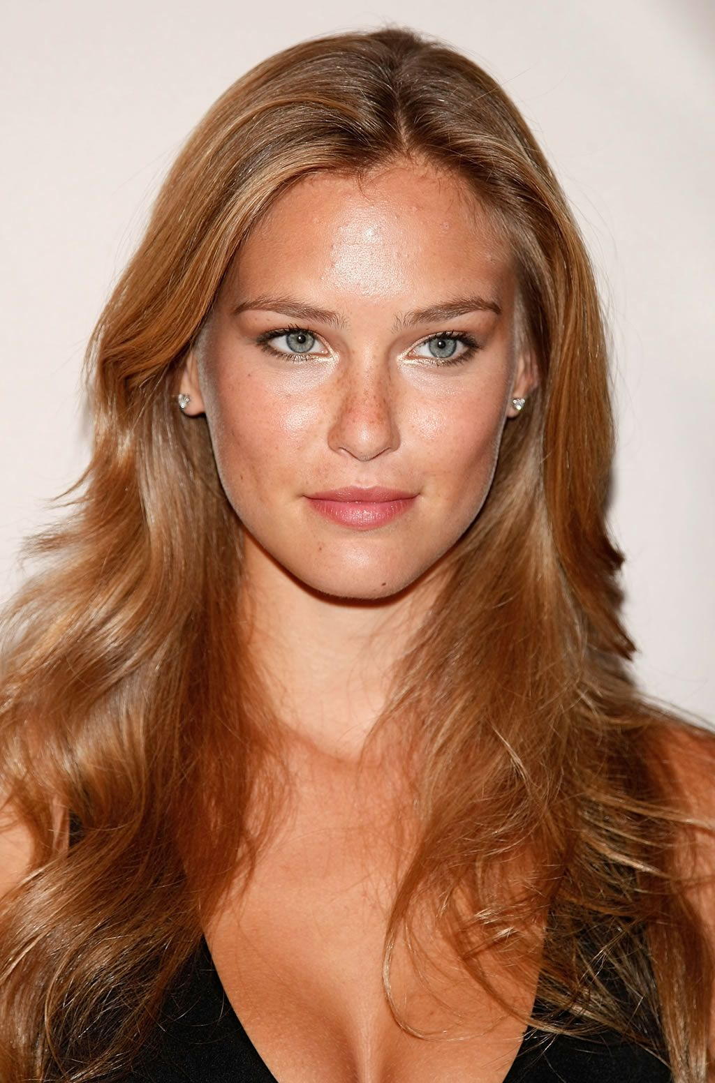High Forehead Blue Eyes Small Nose Broad Face Clear Skin Full Lips Small Chin Narrow Jaw Wide Set Brazilian Hair Bar Refaeli Weave Hairstyles