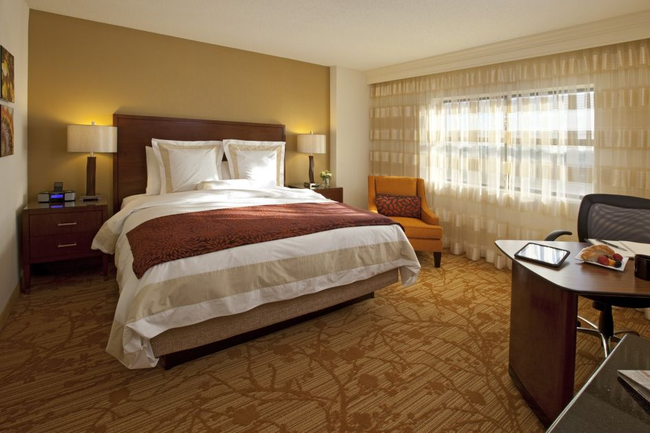 Merveilleux Minneapolis Marriott Northwest Is An All Suite Hotel With Sophisticated Two  And Three Room Suites. Enjoy Separate Living Space, Two Flat HD TVs, ...