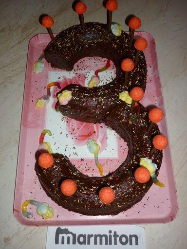 Gâteau Danniversaire Pour Les 3 Ans Dun Enfant