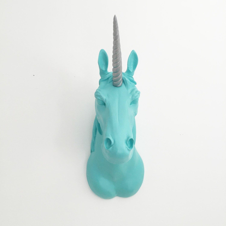 ELKE kleur gemonteerd UNICORN hoofd / / Faux Unicorn hoofd Mount / / sieraden Hanger / / ketting houder / / Unicorn Horn / / Pastel Decor van de kwekerij door KINGFOUR op Etsy https://www.etsy.com/nl/listing/197532242/elke-kleur-gemonteerd-unicorn-hoofd-faux