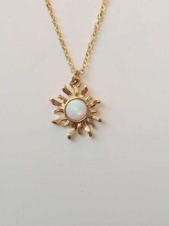 Photo of Weiße Opal Sun Halskette. Goldenes Halsband. Opal-Halskette. Doppelt