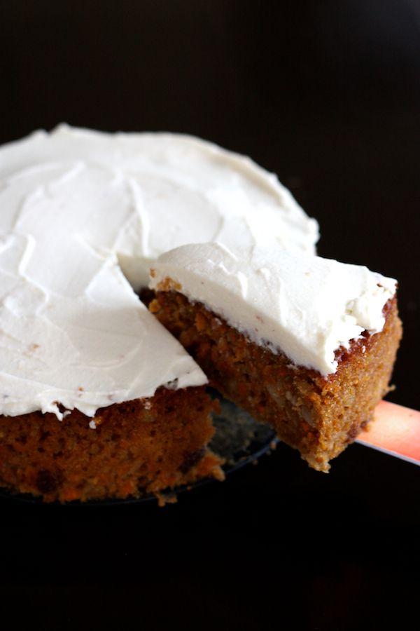 gâteau fondant aux carottes et noix du brésil, glaçage vanillé au