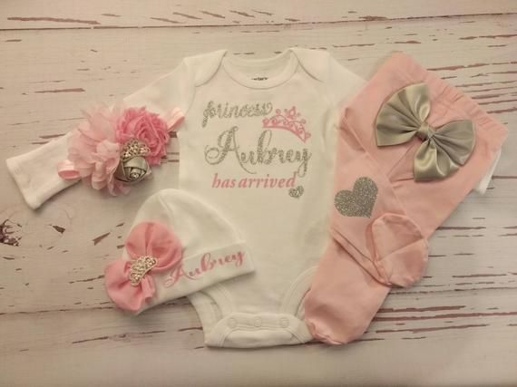 Baby girl coming home outfit, newborn baby girl take home outfit, baby girl clothes, hospital outfit, baby girl, baby girl outfit, baby girl #pictureplacemeant