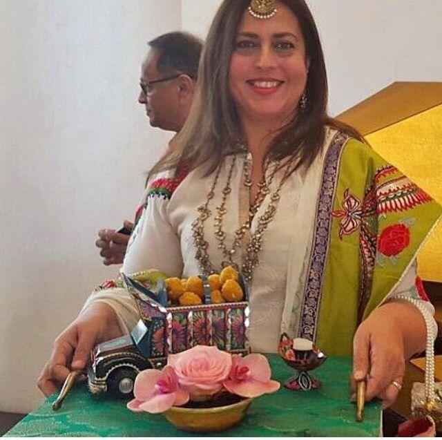 SUCH a cute idea for mithai rasams! | Pakistani Mehndi