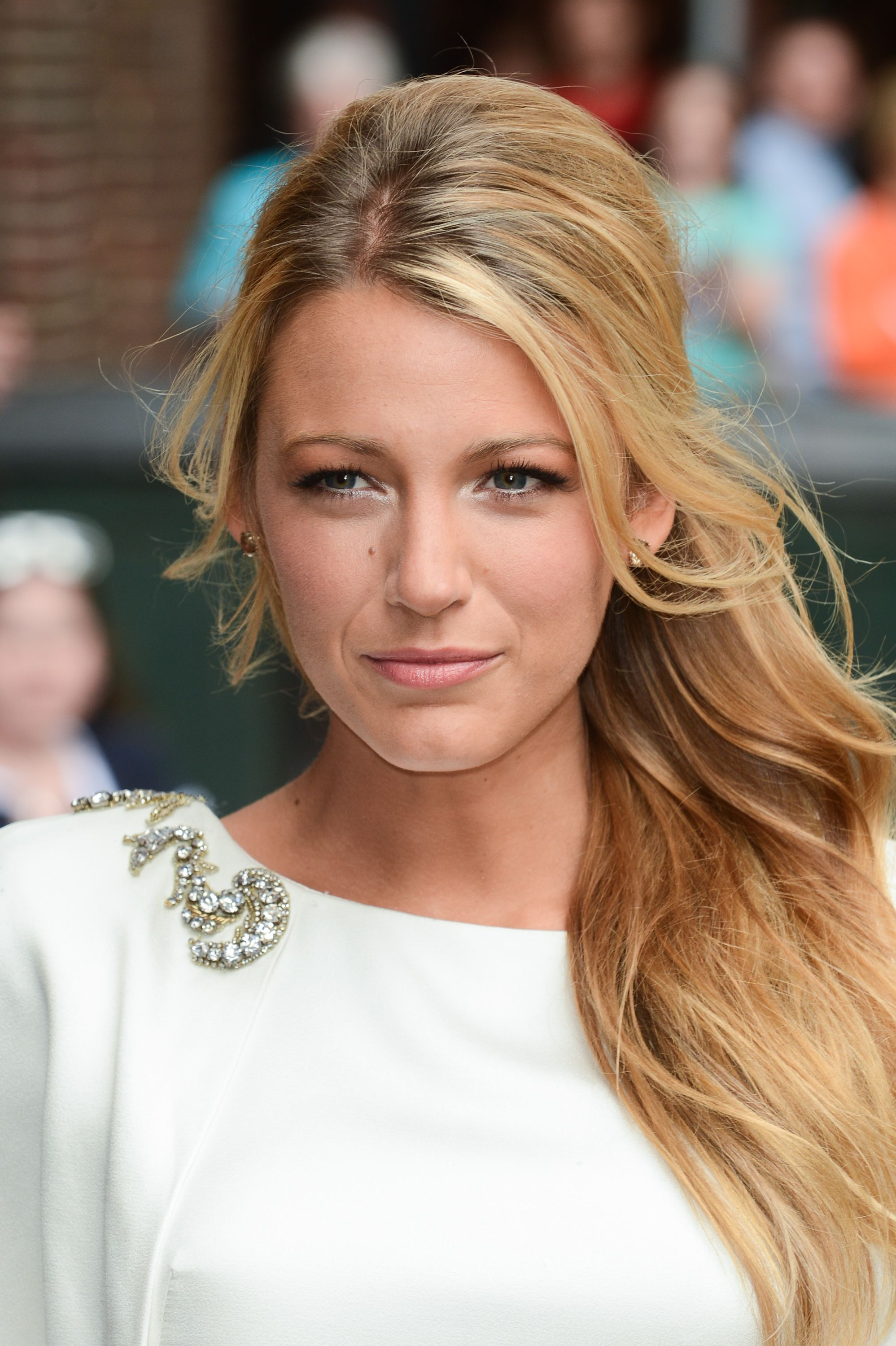 Blake Lively Romantic and side swept HAIR Celebrity