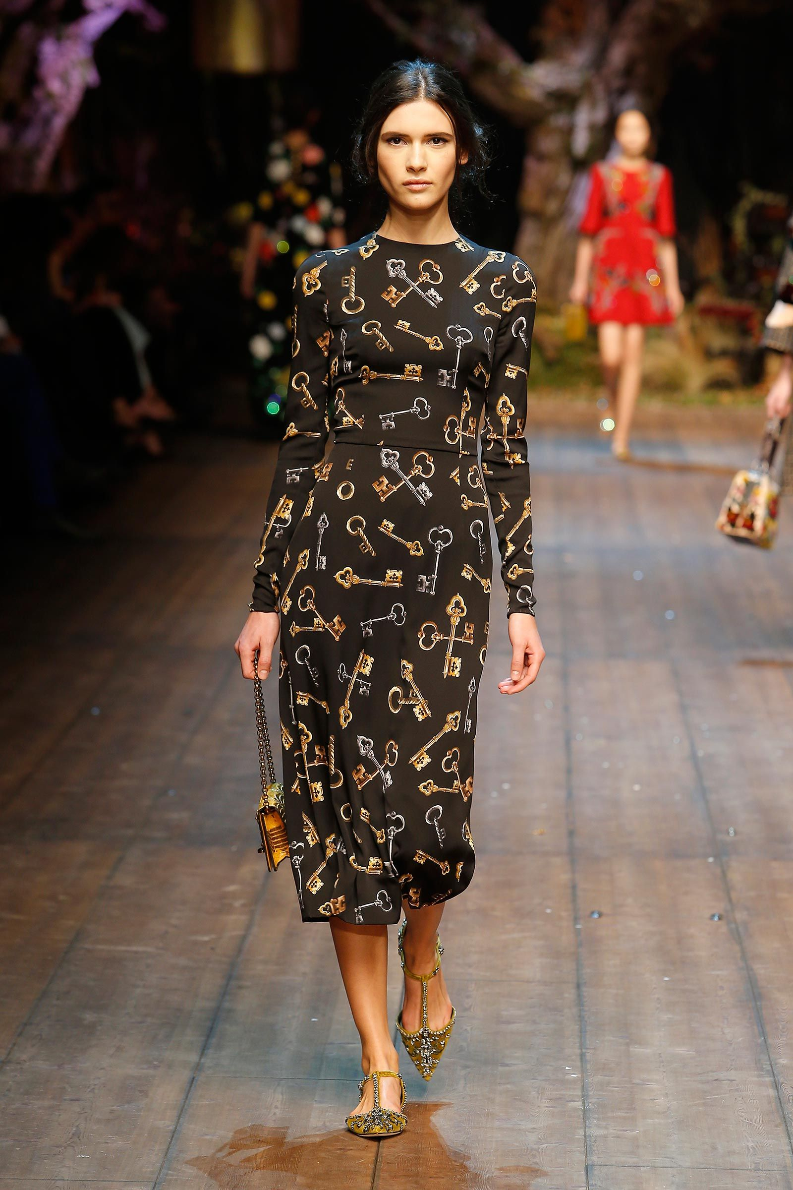 Dolce   Gabbana Woman Catwalk Photo Gallery – Fashion Show Fall Winter 2014  2015 3ffadb37ba8