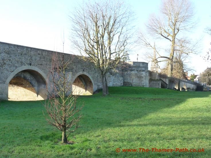 http://www.the-thames-path.co.uk/Bridges/Wallingford_Bridge.jpg