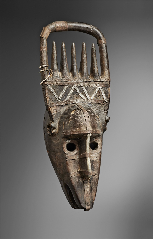 malibambara ntomo mask auktion 1073 afrikanische und. Black Bedroom Furniture Sets. Home Design Ideas