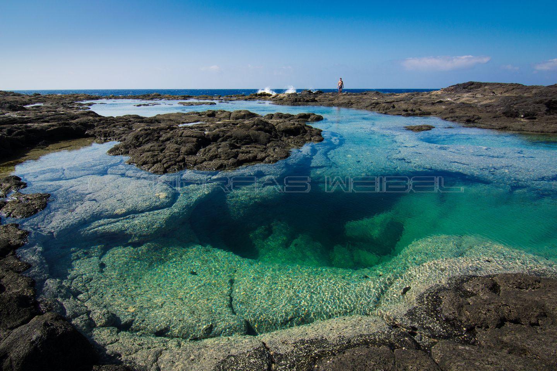Piscina natural con cueva costa de playa blanca for Piscinas naturales y playas en toledo