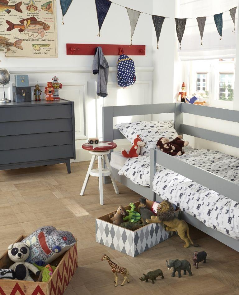 pour rafra chir les meubles de cette chambre d 39 enfant la commode et le lit ont t s enti rement. Black Bedroom Furniture Sets. Home Design Ideas