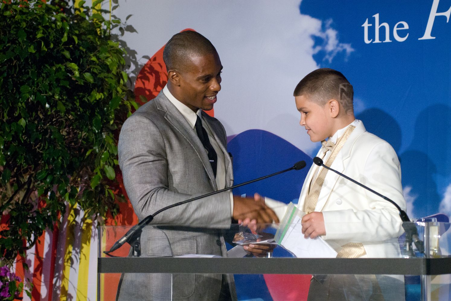 Honoree Victor Cruz thanking Fresh Air child Joseph for