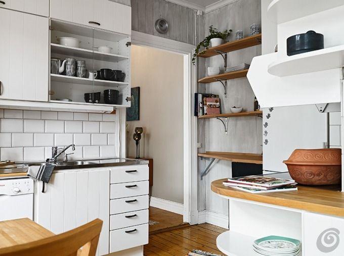 La cucina piccola è oltre tutto anche usata come passaggio e vi ...