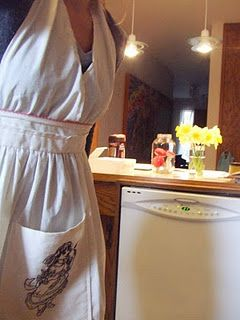 A cute apron with halter bib. Not a fan of the one pocket right in the center, though.