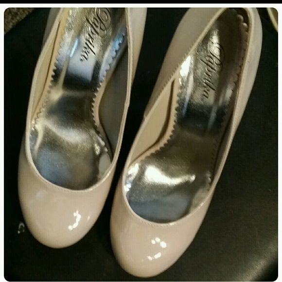 c3d01632eba Bone patent leather shoes same size 7.5 Bone patent leather shoes with 3.5 inch  heels Only