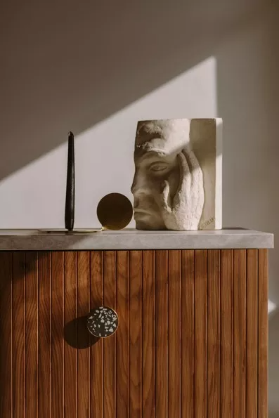 Fornir naruralny Amerykański orzech w modelu Stripe z kolekcji fornirów naturalnych Norwegian Wood - drzwi do kuchni IKEA