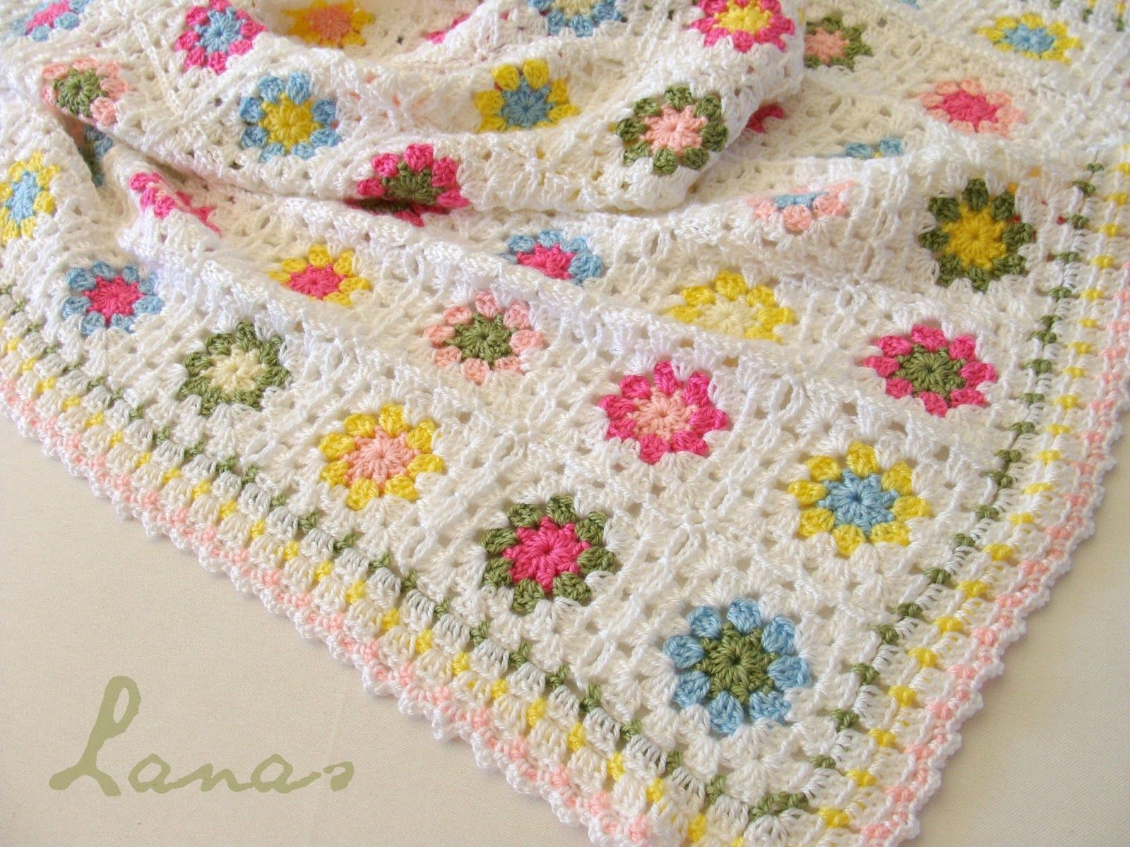 Lanas de Ana: Chichi's Summer Garden. Pretty version of Lucy's Summer Garden pattern here: http://attic24.typepad.com/weblog/summer-garden-granny-square.html