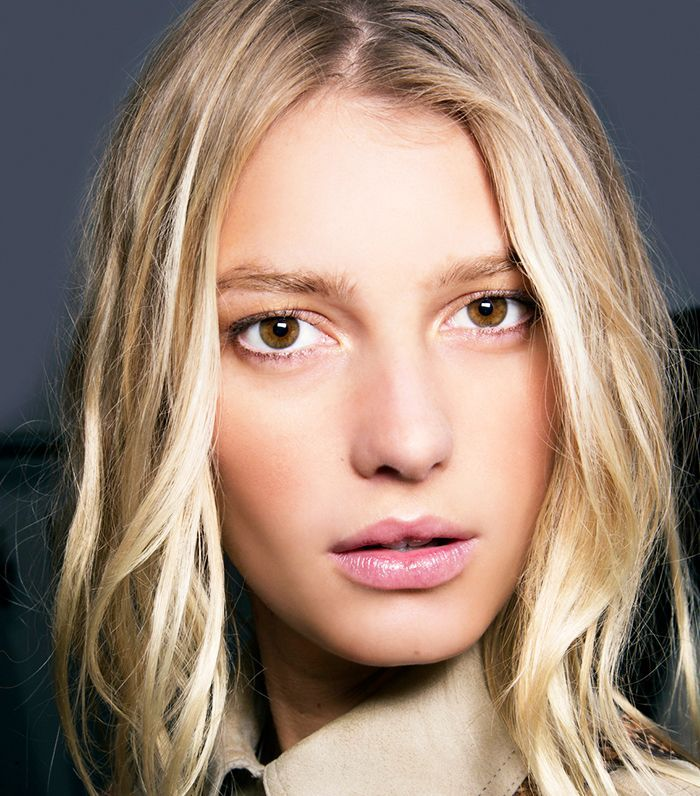 6 French Makeup Tips As Told By A French Artist Korean Beauty Tips French Makeup Daily Beauty Tips