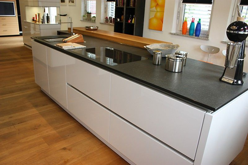 großes Kochfeld eingelassen\/durchgehende Arbeitsfläche Küche - offene k che planen