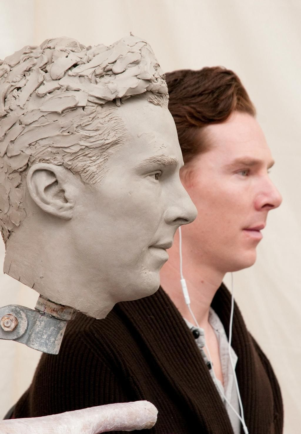Loving this picture of Benedict Cumberbatch and his waxwork @TussaudsLondon, via @RadioTimes pic.twitter.com/Pw7MwcFgjf
