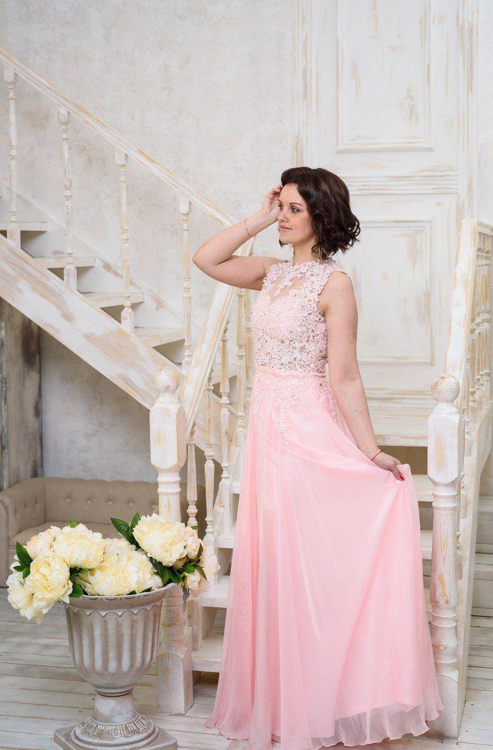 d1ff1a595b26ec5 Очень нежное платье светло-розового цвета. Верх украшен кружевом с  пайетками и бисером.