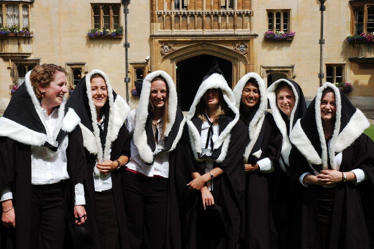 оксфордский университет фото форма виды одежды