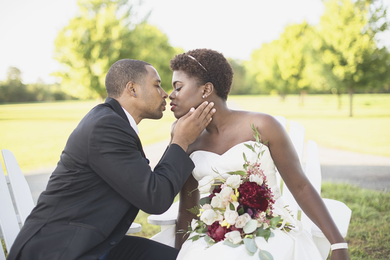 Bayvue Estate | Gloucester, Virginia Wedding | Fourth of July patriotic wedding inspiration | Bride and groom portraits