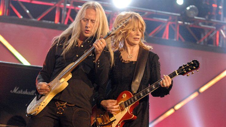 Nancy Wilson And Alice In Chains Perform 'Barracuda' But The