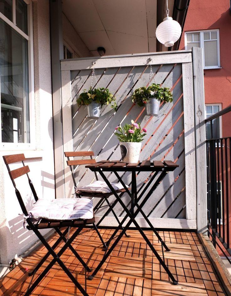 Balkon Fliesen Holz Stadthaus Gabaeude Mehfamilienhaus Klappstuhl
