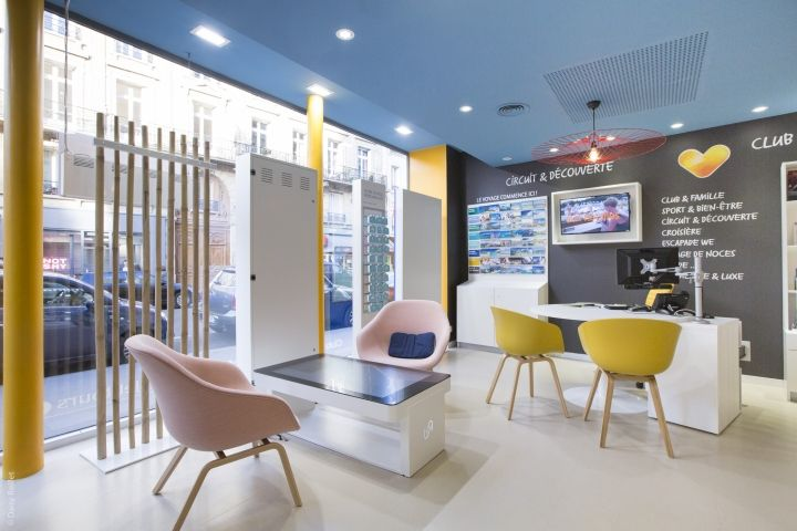 Aal aac thomas cook digital store by brio agency for Interior design travel agency office