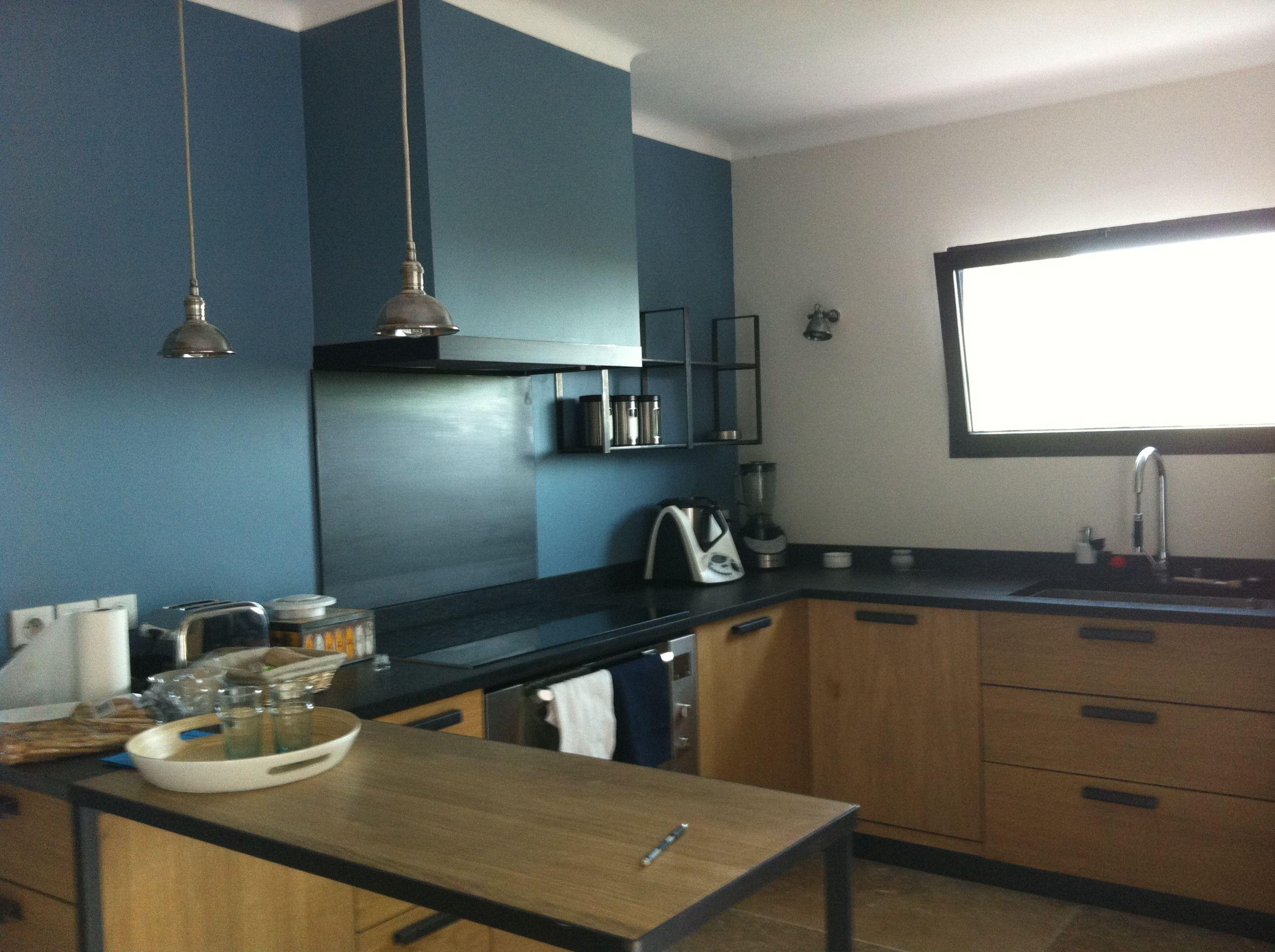 cuisine chaleureuse et contemporaine en ch ne clair et plan de travail en granit noir cuisine. Black Bedroom Furniture Sets. Home Design Ideas