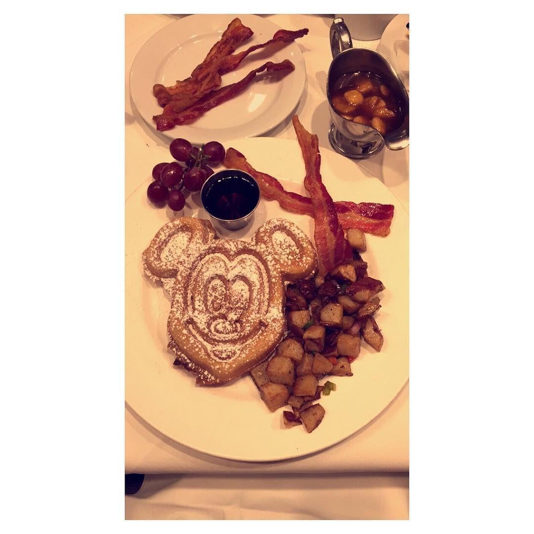 The way to my heart #breakfast #bacon #love #sugar #food #disneyland #disney #mickeymouse #bananasfoster #waffles by beemyhoney2