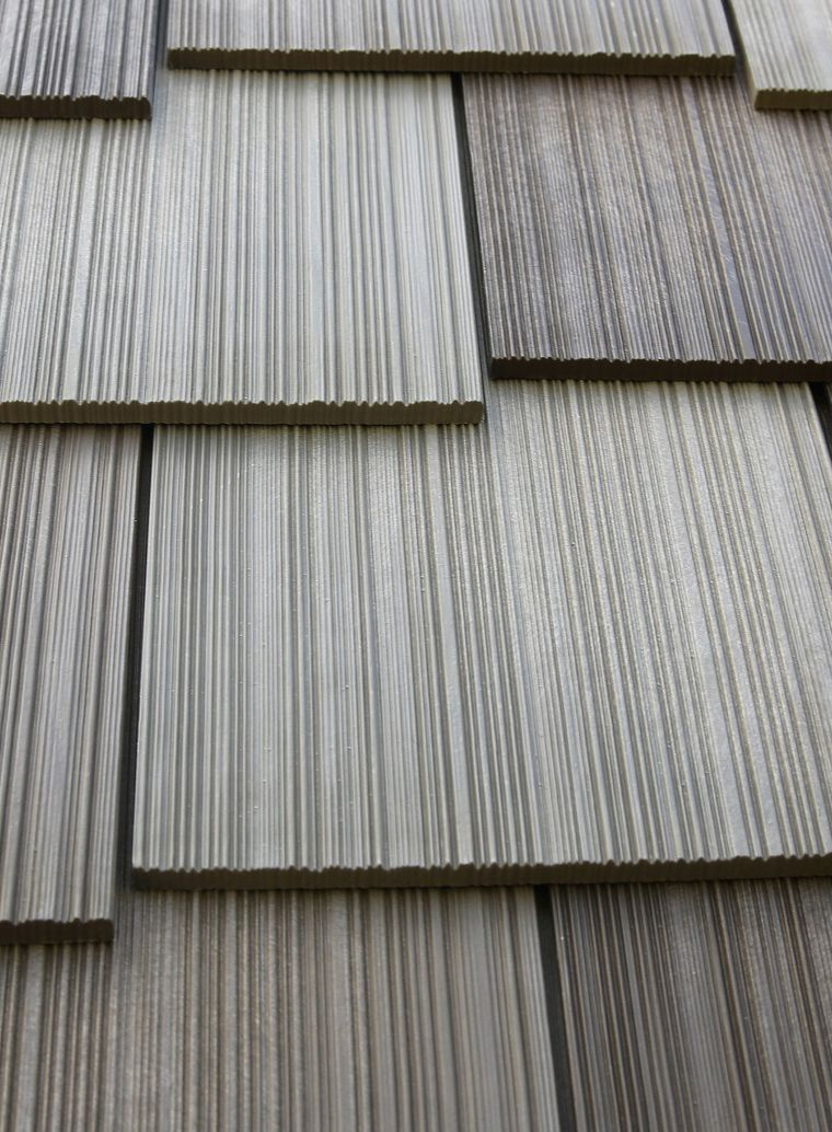 Roof Material Engineered Cedar Shake Roof Color Weathered Gray For More Roofing Ideas Click Through Roofing Cedar Shake Roof Fibreglass Roof