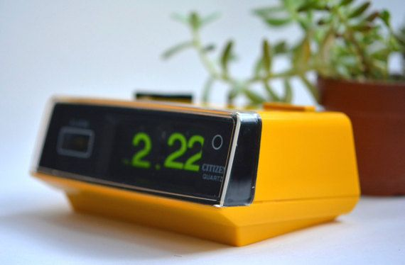 A Vintage Citizen Battery Operated Quartz Flip Clock With Alarm And Light 1980 39 S Solari Cifra Style Clock Flip Clock Vintage Home Offices