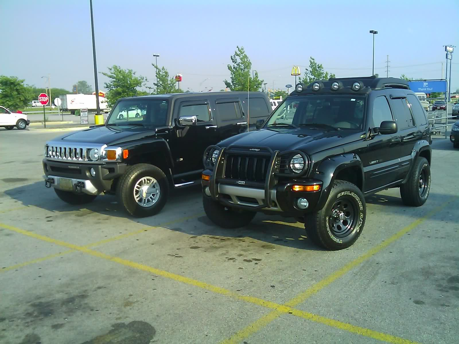 Sharp Black Kj Liberty Shows Up A Hummer H3 Jeep Liberty Hummer