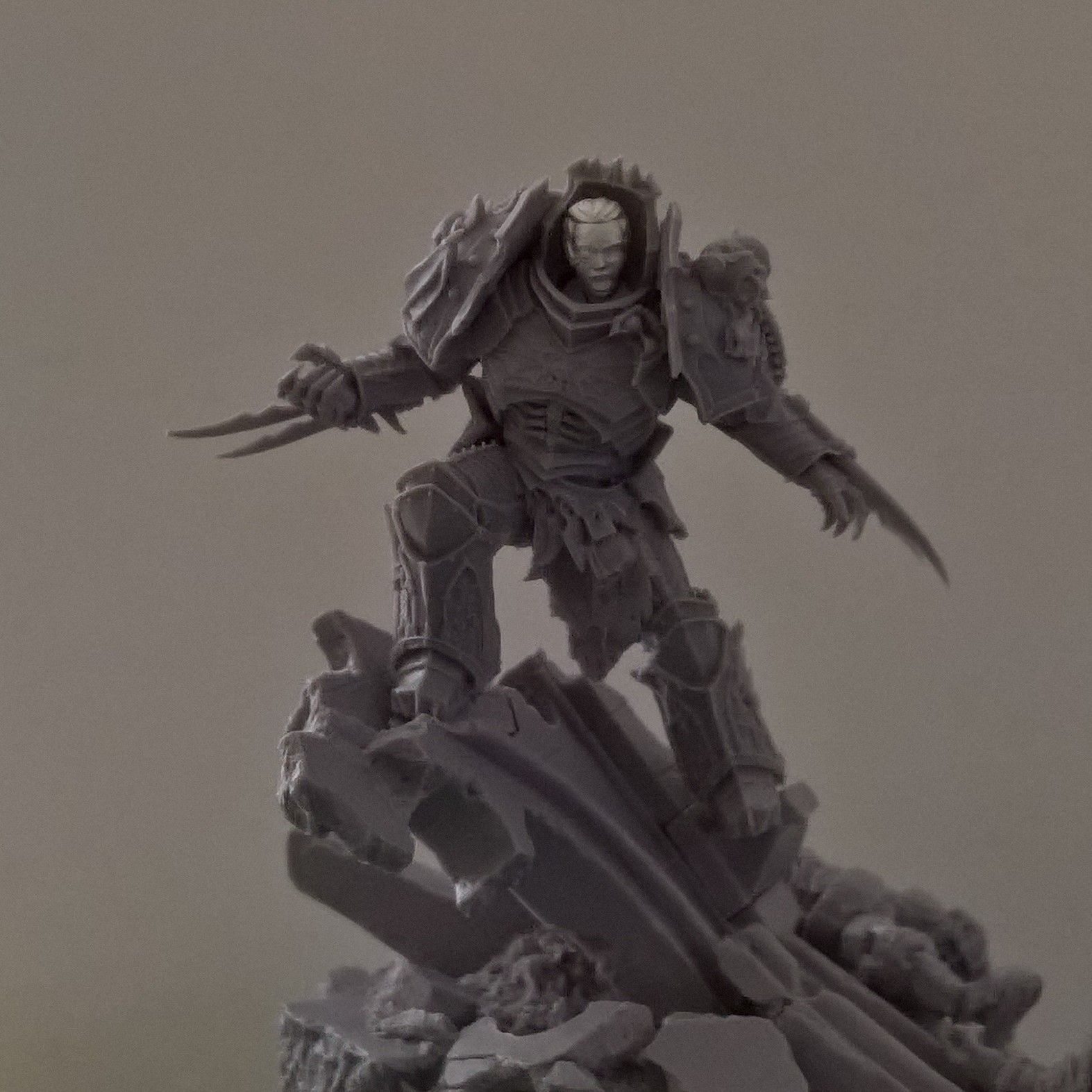 Statuesque Heads Heroic Scale size tests | 3rd Party 40k