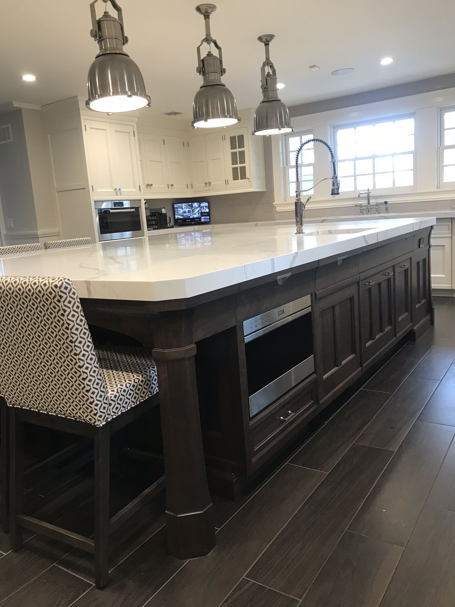 Ruttcabinetry Distinguishes This Kitchen From The Ordinary