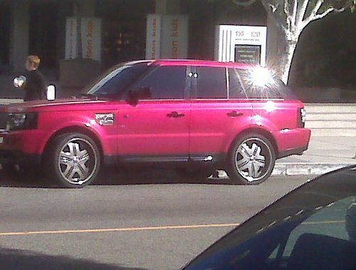 Pink range rover #pinkrangerovers Holy crap, it's my dream car in PINK. I don't know if that's terribly tacky or terribly posh... #pinkrangerovers Pink range rover #pinkrangerovers Holy crap, it's my dream car in PINK. I don't know if that's terribly tacky or terribly posh... #pinkrangerovers