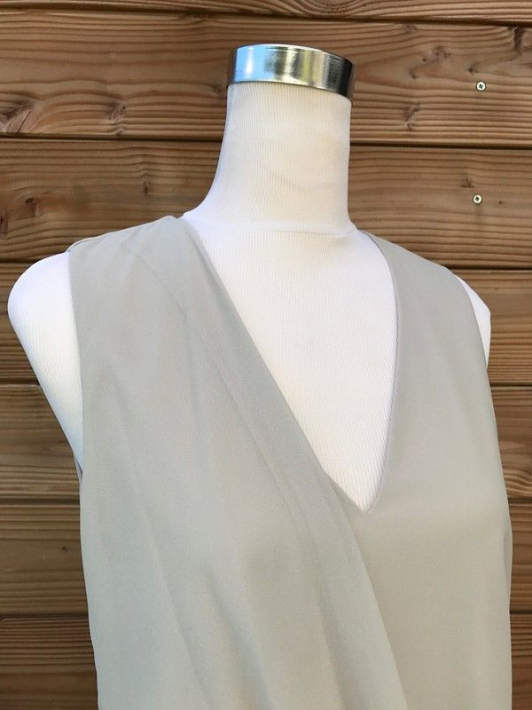 b2d38ac8139ce Top chic gris clair - Très joli top gris clair. Sa forme originale et  asymétrique
