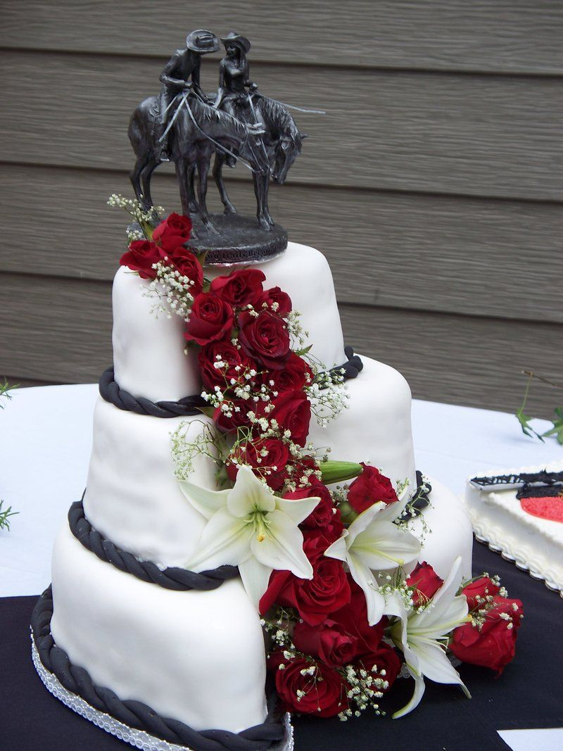 Cowboy Wedding Cake I Want That Statue For The Topper