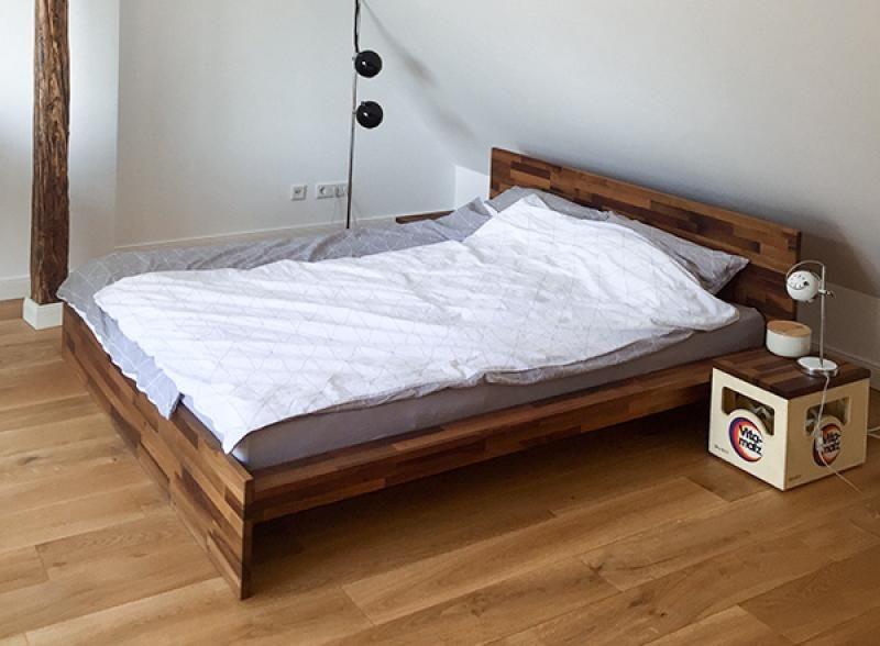 Dieses Bett fügt sich adäquat in das Schlafzimmer unter'm