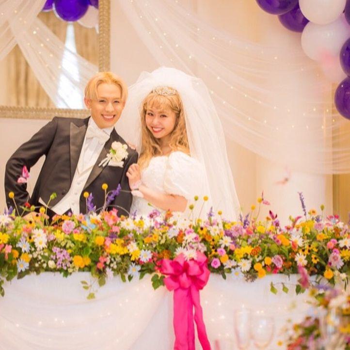 祝 ぺこ りゅうちぇる結婚式徹底レポート 会場やドレス 演出は Marry マリー 結婚式 芸能人 沖縄 ウェディング 結婚式 テーブル 装花