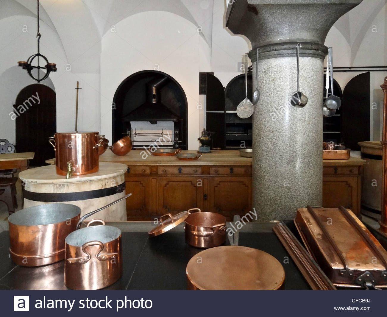 Deutschland Neuschwanstein Schloss Kupfer Kuche Topfe Geschirr Stockfoto Kupfer Kupfergeschirr Geschirr