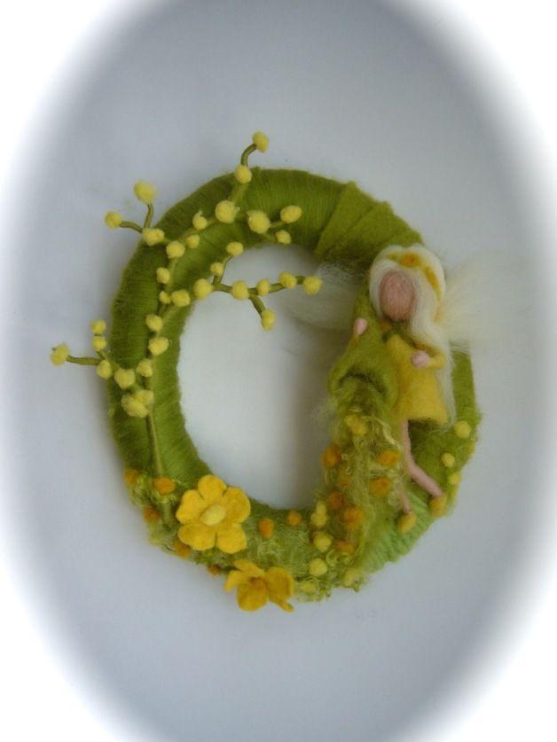 Jahreszeitentisch - Frühlingskranz.Gefilzt.Elfe,Fee,Waldorf. - ein Designerstück von Filz-Art bei DaWanda
