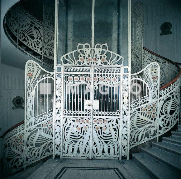 wien jugendstil miethaus linke wienzeile 40 majolikahaus 1898 99 von otto wagner erbaut. Black Bedroom Furniture Sets. Home Design Ideas