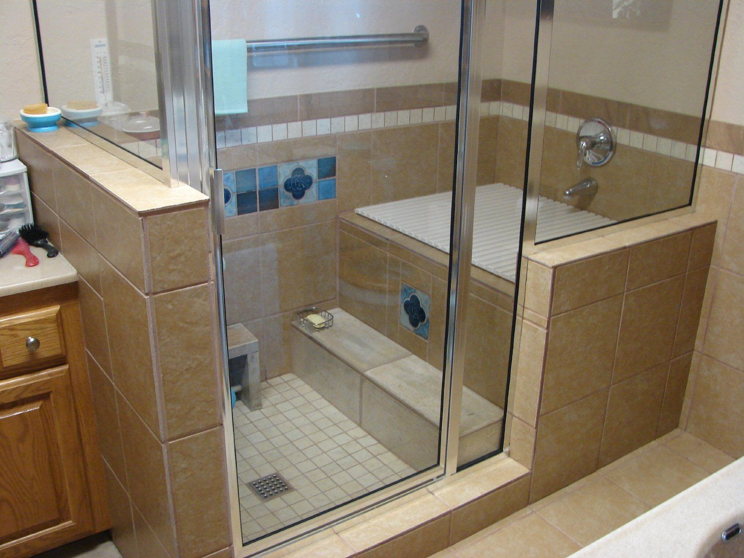 Ofulo 1 japanese bathtub soaking tubs for Bathroom ideas with soaker tubs
