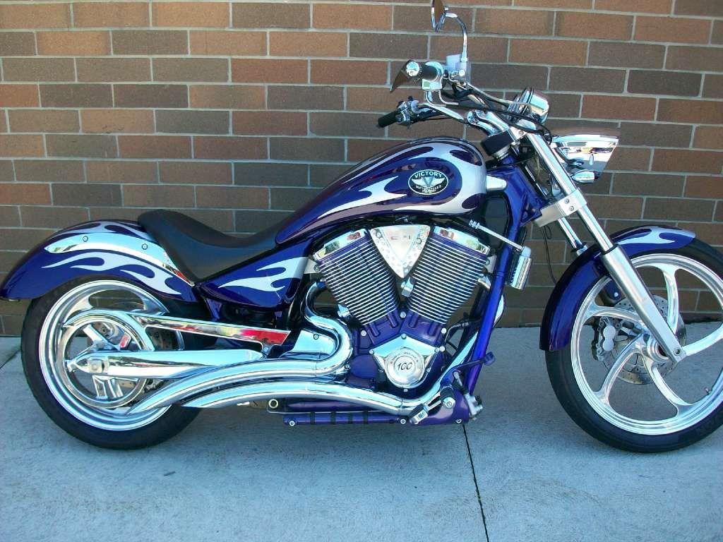 BEAUTIFUL 2004 Purple Victory Vegas Motorcycle. Perfect
