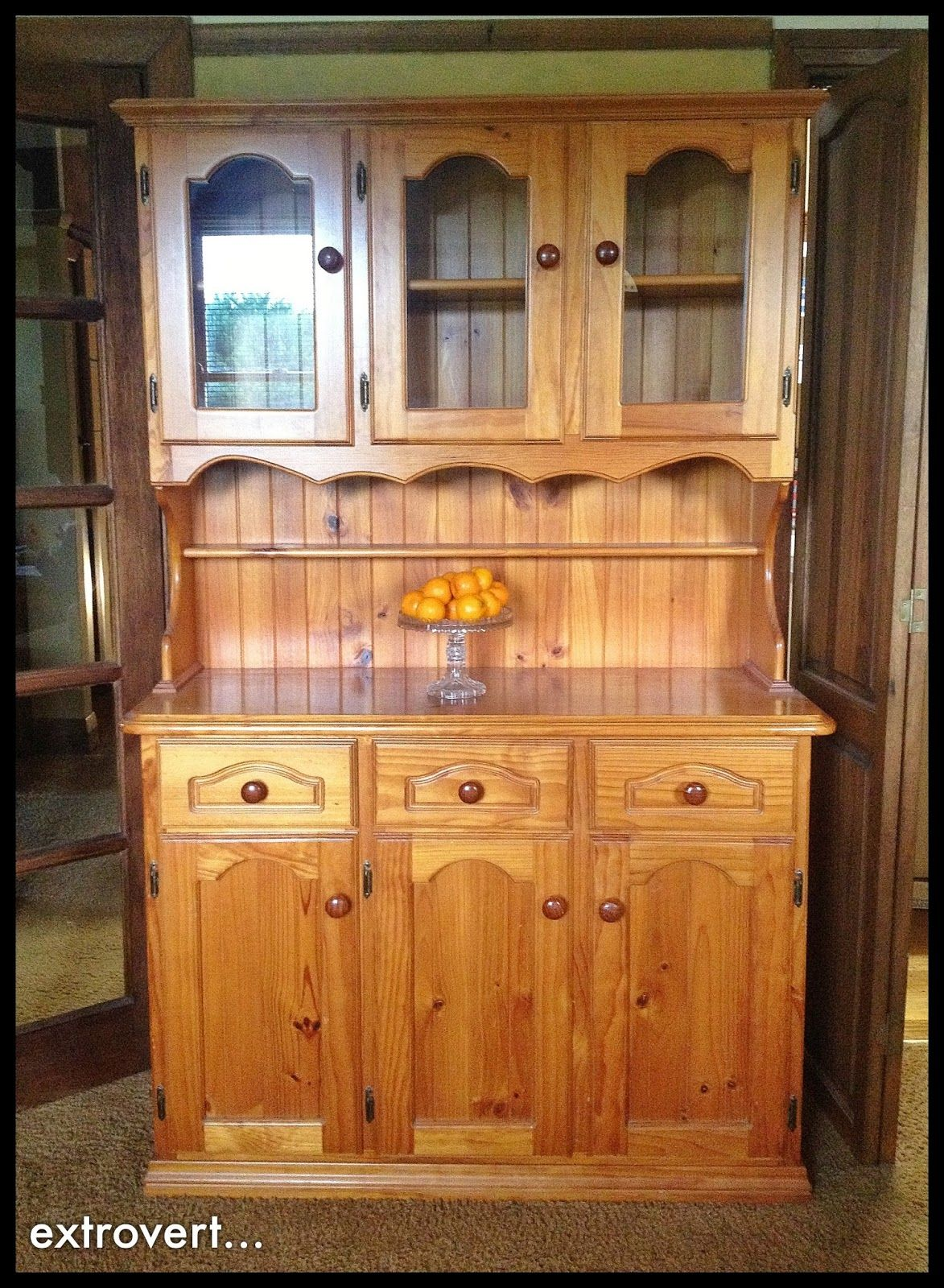 apprentice extrovert: Before And After: Pine Hutch In Annie Sloan ...
