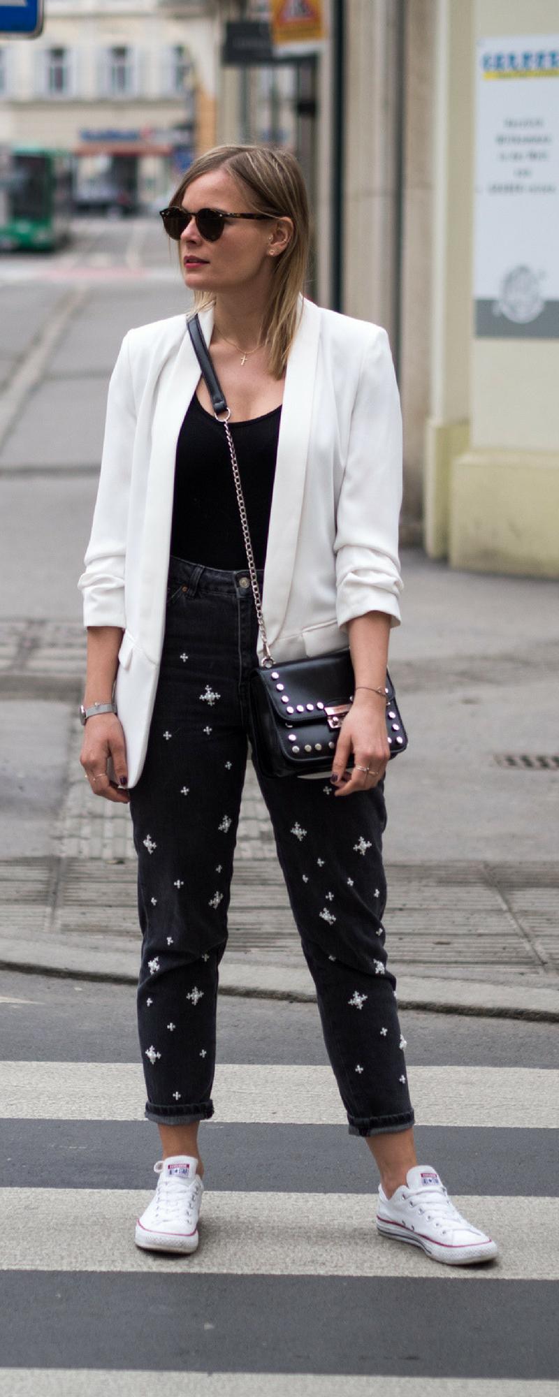 Mom Jeans kombinieren, mom jeans tragen, weißer Blazer