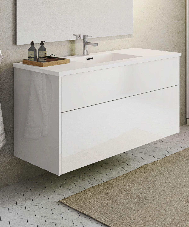 Med et Senti Gloss badeværelsesskab får du et rummeligt møbel med en rengøringsvenlig håndvask ...